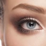 Embellir le visage avec le maquillage permanent des sourcils